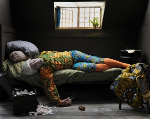 yorkshire-sculpture-park-yinka-shonibare-fake-death-the-suicide-leonardo-alenza-20111